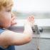 In diesem Blogartikel geht es um kindersichere Fenstergriffe. Diese Fenstergriffe haben viele Vorteile. Mehr dazu erfahren Sie in diesem Beitrag.