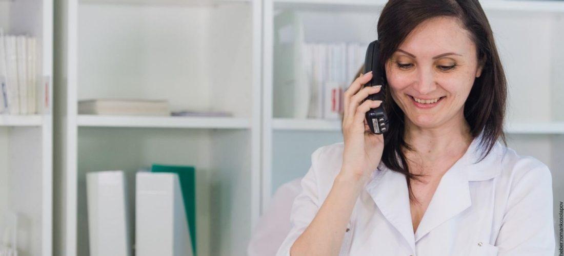 Wie Sie Ihr Telefon bei Behandlungen weiterleiten und keinen Anruf mehr verpassen